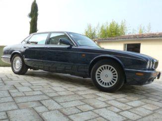 Jaguar_xj300